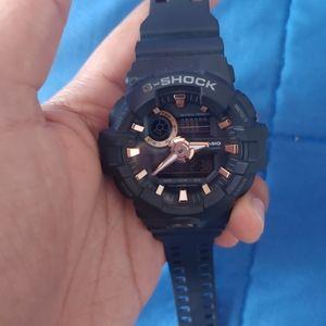 G - Shock GA - 710B